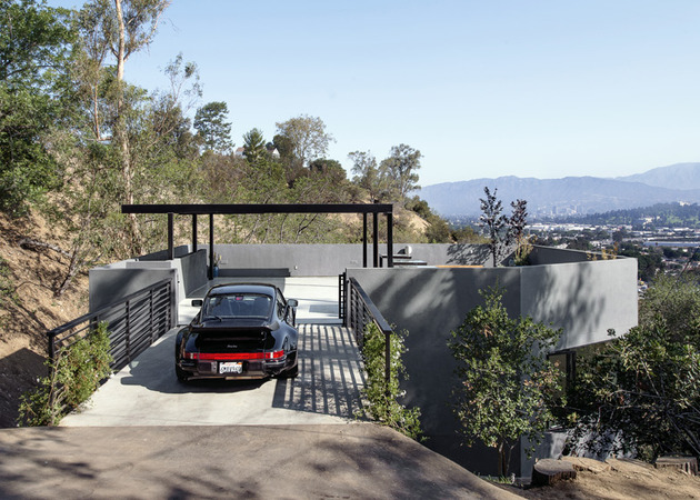 relaxing-hillside-echo-park-home-rooftop-carport-4-driveway-straight.jpg
