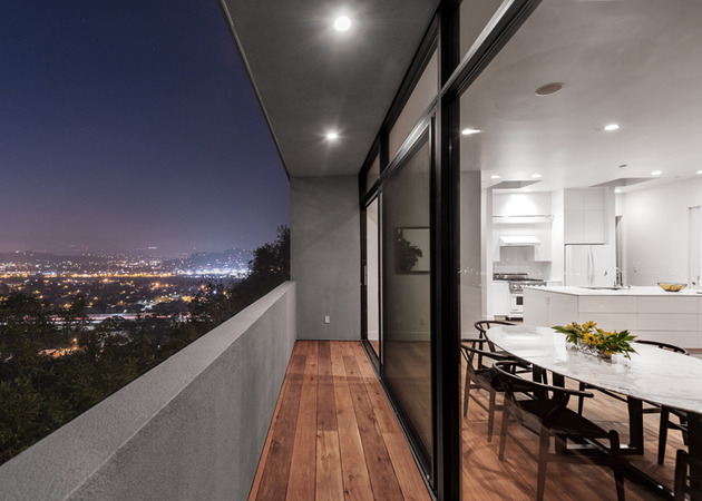 relaxing-hillside-echo-park-home-rooftop-carport-6-screens.jpg