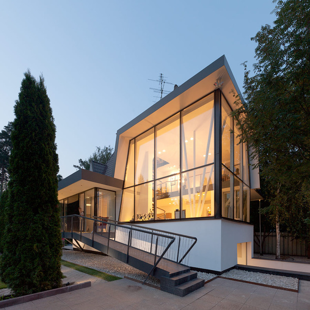 renovation-redefines-home-stunning-staircase-open-plan-13-facade.jpg