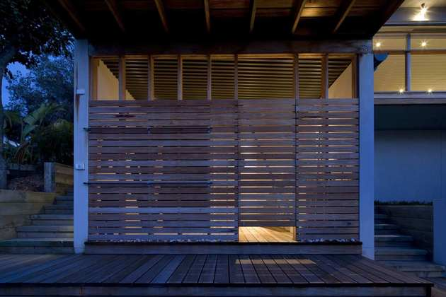 seaside-sydney-respite-scenic-covered-patio-rooms-12-wood-slats.jpg