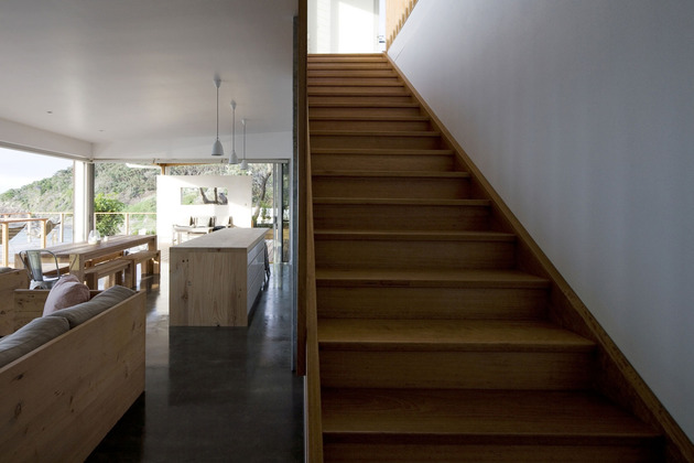 seaside-sydney-respite-scenic-covered-patio-rooms-4-stairway-up.jpg