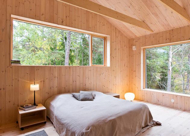 single-storey-summer-house-overlooks-forested-gorge-sweden-10-master-bedroom.jpg