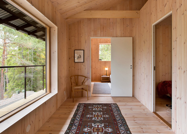 single-storey-summer-house-overlooks-forested-gorge-sweden-7-hallway.jpg
