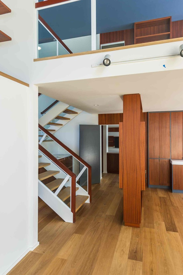 skillful-renovation-iconic-mid-century-los-angeles-residence-17-corner-stairs.jpg