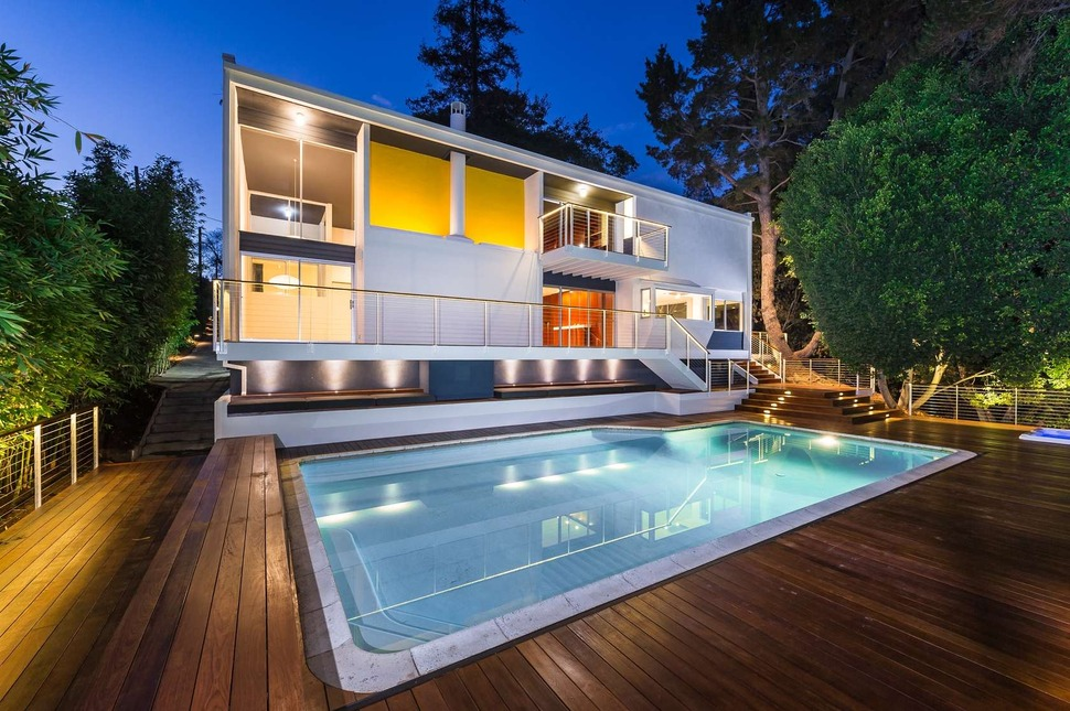 Skillful renovation of iconic mid century los angeles residence for Natural swimming pools los angeles