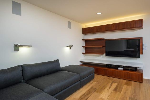 skillful-renovation-iconic-mid-century-los-angeles-residence-21-tv-room.jpg