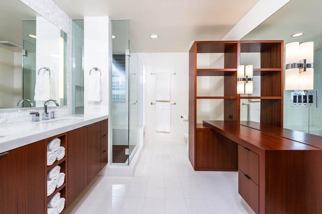skillful-renovation-iconic-mid-century-los-angeles-residence-24-large-bathroom.jpg