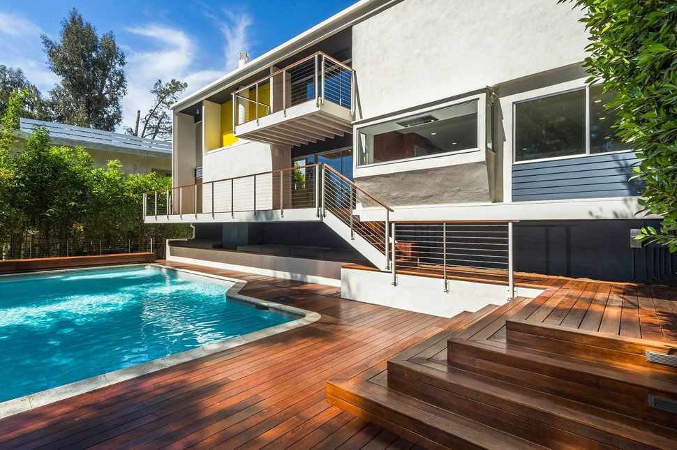 Skillful renovation of iconic mid century los angeles for Mid century modern architecture los angeles