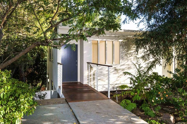 skillful-renovation-iconic-mid-century-los-angeles-residence-9-entrance-closed.jpg