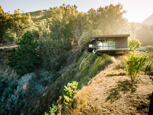 spectacular glass and copper cliff house in big sur california 1 thumb 630x473 20642 Spectacular Glass and Copper Cliff House in Big Sur, California