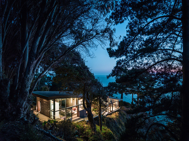 spectacular-glass-and-copper-cliff-house-in-big-sur-california-17.jpg