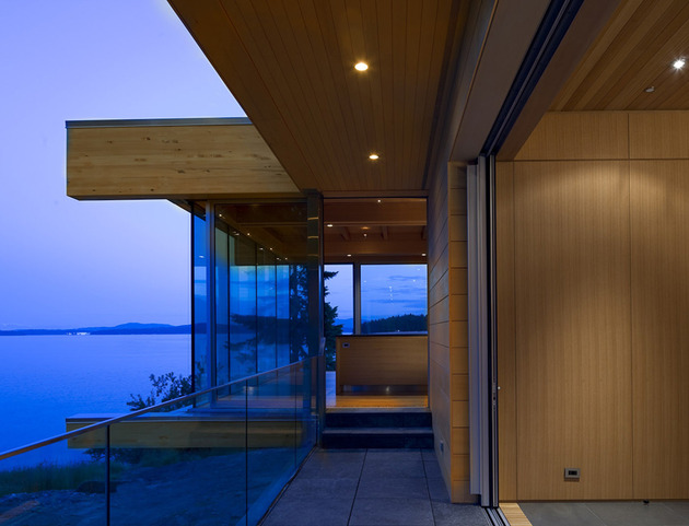 sprawling-multifaceted-canadian-home-features-glass-all-sides-6-bridge-end.jpg