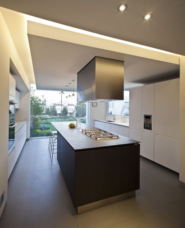 study-contradictions-contemporarily-serene-mexico-city-home-11-kitchen.jpg