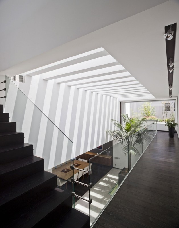 study-contradictions-contemporarily-serene-mexico-city-home-15-middle-floor-landing.jpg