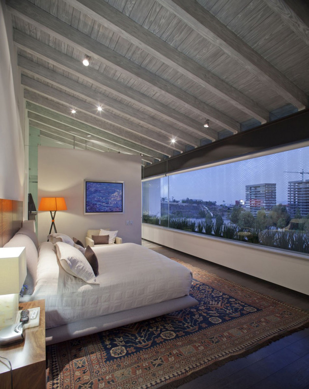 study-contradictions-contemporarily-serene-mexico-city-home-17-master-bedroom.jpg