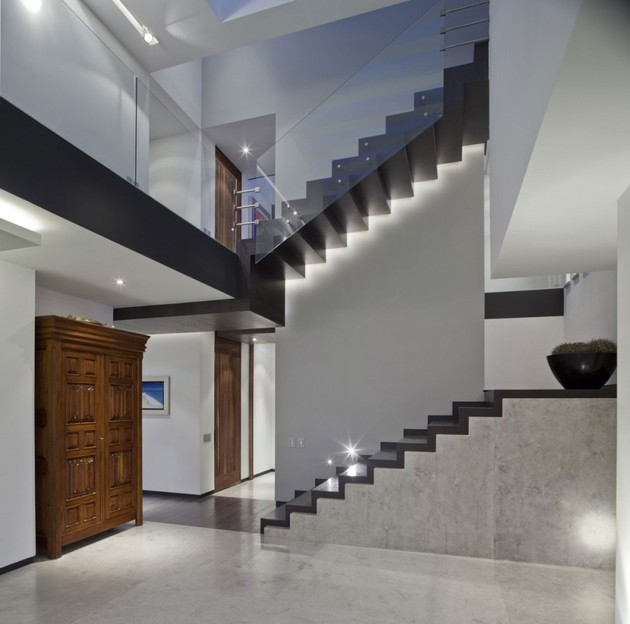 study-contradictions-contemporarily-serene-mexico-city-home-5-two-flights.jpg