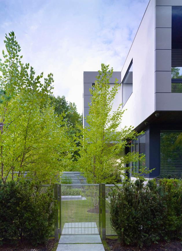 stunning-details-large-open-spaces-define-toronto-home-27-gardengate.jpg