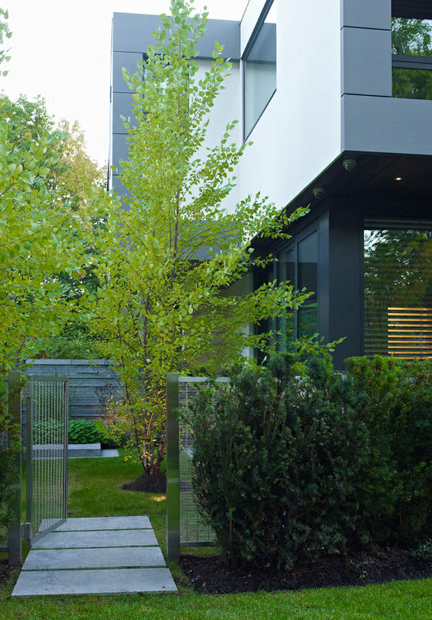 stunning-details-large-open-spaces-define-toronto-home-28-gardengate.jpg