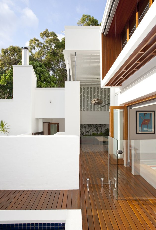 stunningly-reinvented-australian-home-features-towering-indoor-outdoor-courtyard-3-outdoor-space-shapes.jpg