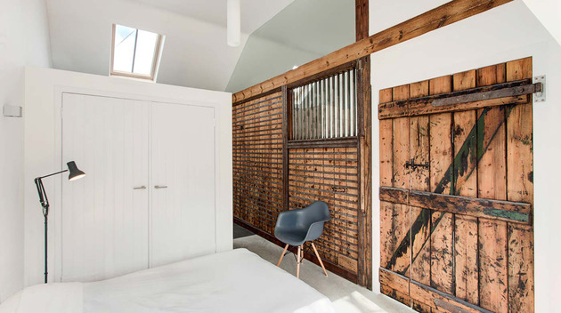 uk-stable-conversion-home-with-rustic-farmhouse-details-8.jpg