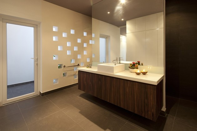 urban-vietnamese-house-combined-space-indoor-garden-17-master-bathroom.jpg