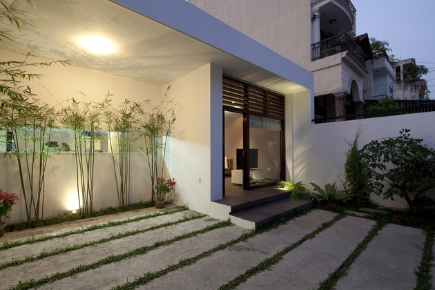 urban-vietnamese-house-combined-space-indoor-garden-3-yard-neighboring-buildings.jpg