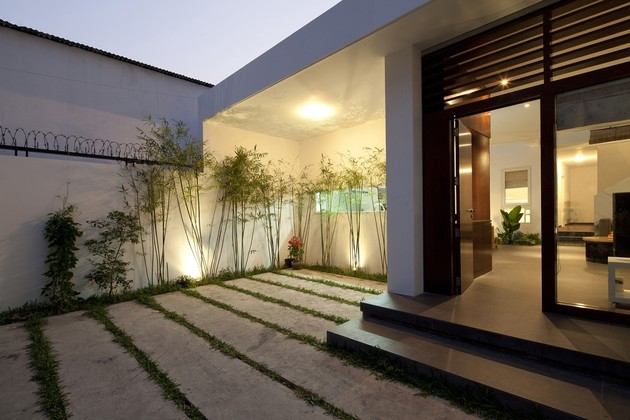 urban-vietnamese-house-combined-space-indoor-garden-4-open-doorway.jpg