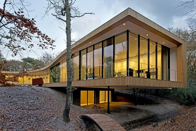 villa k curves x formation through oak forest netherlands 1 thumb 630x420 21099 X Shaped Villa Curves Through Oak Forest in The Netherlands
