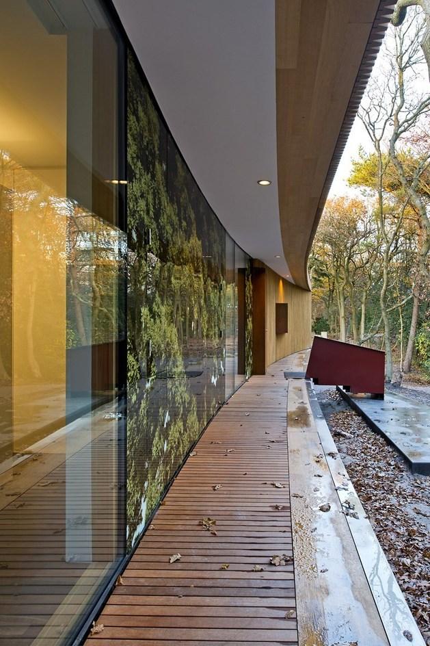 villa-k-curves-x-formation-through-oak-forest-netherlands-9-façade.jpg