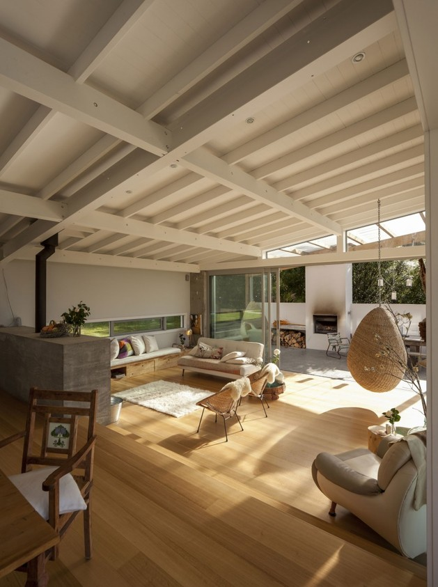 wood-slat-home-with-utterly-open-living-spaces-14-moving-away.jpg