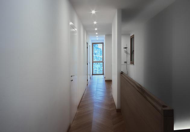 2-buildings-1-roof-combine-create-casa-ssm-italy-22-hall.jpg