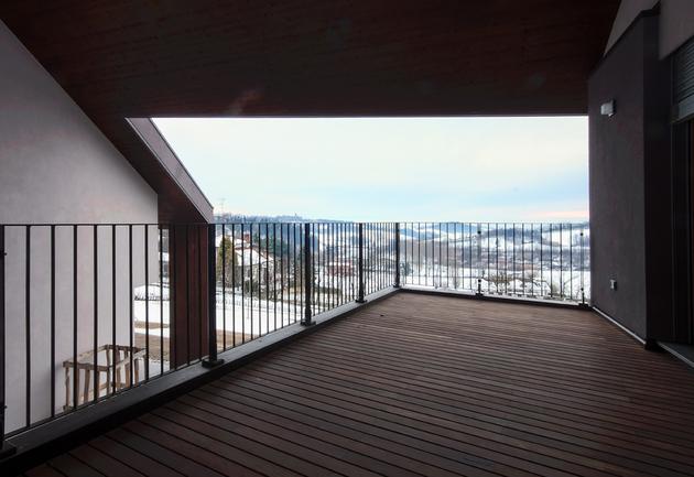 2-buildings-1-roof-combine-create-casa-ssm-italy-7-terrace.jpg