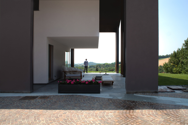 2.deck lounge thumb 630x420 25926 2 Buildings and 1 Roof Combine to create Casa SSM in Italy