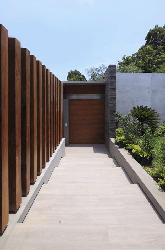airy-peruvian-double-bridge-structure-house-10-rear-door.jpg