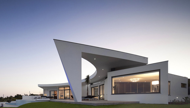 arc-house-with-luxury-interiors-and-edgy-curved-roof-15.jpg
