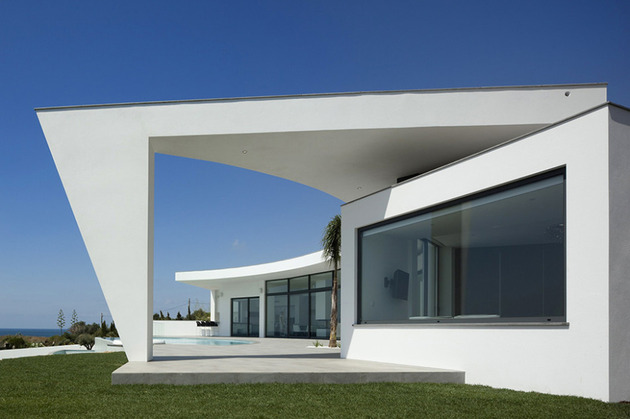 arc-house-with-luxury-interiors-and-edgy-curved-roof-5.jpg
