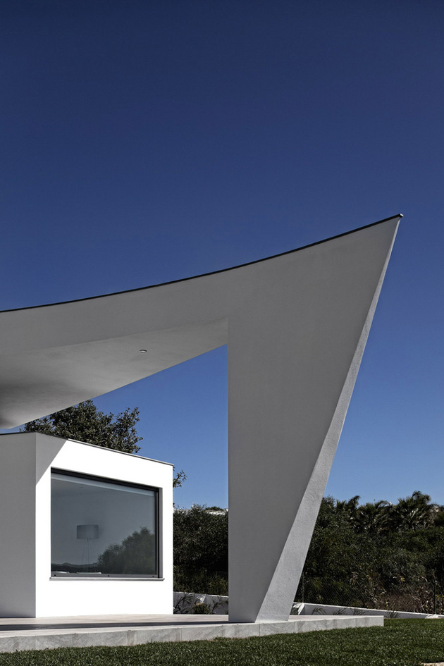 arc-house-with-luxury-interiors-and-edgy-curved-roof-6.jpg