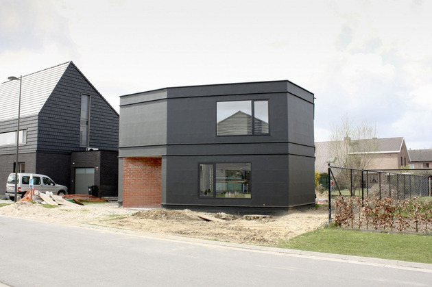 belgium angle house with concrete wood and brick interiors 2 thumb 630x419 26581 Belgium Angle House with Concrete, Wood and Brick Interiors