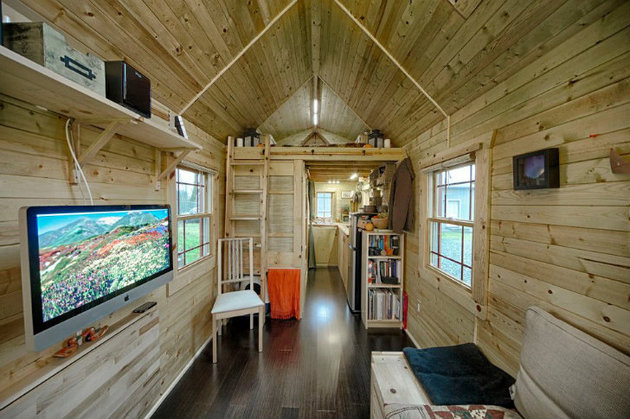 cabin-style-compact-washington-mobile-home-for-two-8-view-towards-kitchen.jpg