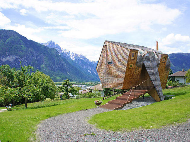 compact irregularly shaped austrian mountain house on stilts 1 entry path thumb 630x472 23239 Compact Austrian Mountain House On Stilts