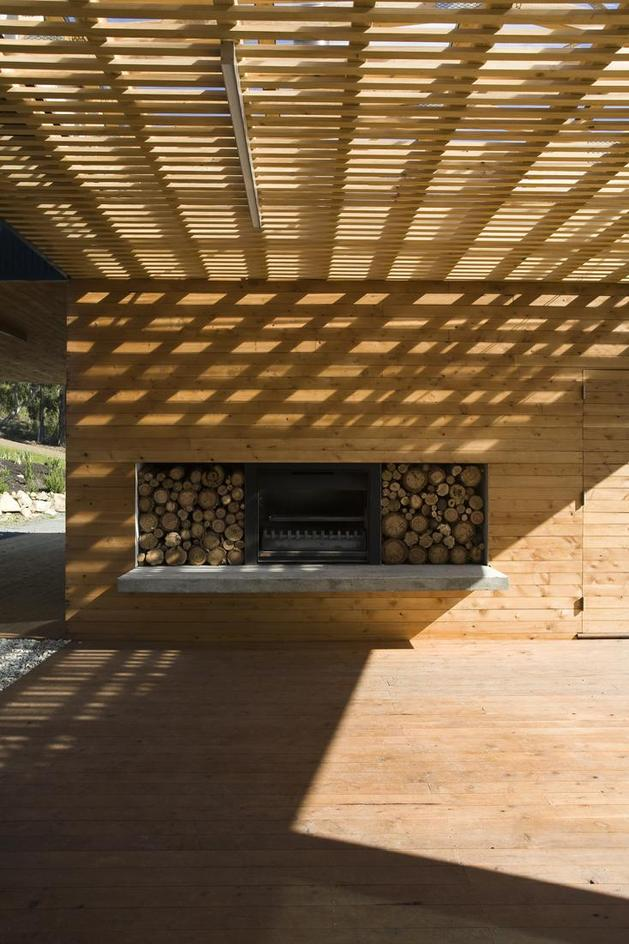 courtyard-house-built-for-severe-tasmanian-weather-10-fireplace-straight.jpg