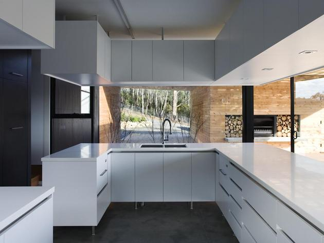 courtyard-house-built-for-severe-tasmanian-weather-12-kitchen.jpg