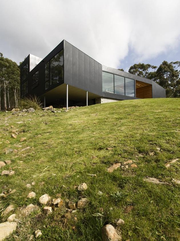 courtyard-house-built-for-severe-tasmanian-weather-3-from-below-angle.jpg