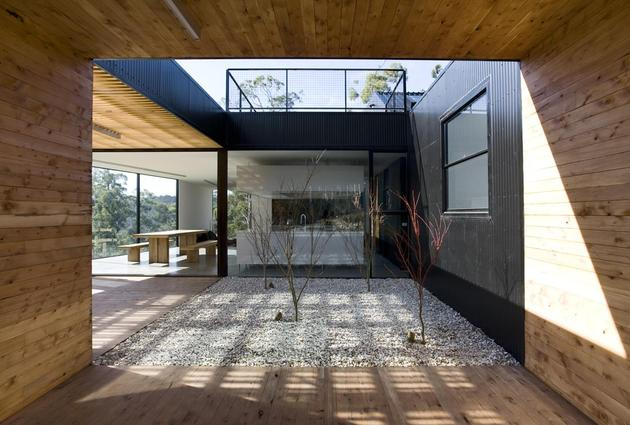 courtyard-house-built-for-severe-tasmanian-weather-6-courtyard.jpg