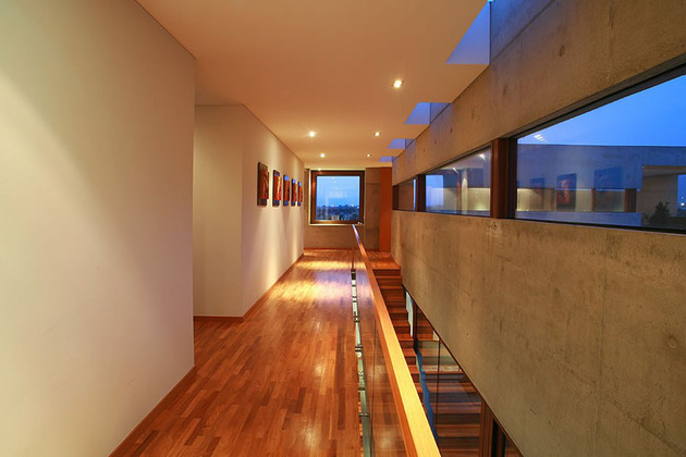 courtyard-house-with-glass-lower-floor-and-concrete-upper-10.jpg