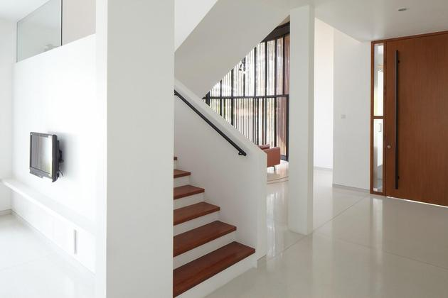 curved-stacking-glass-doors-surround-drum-shaped-room-voila-house-16-stairwell.jpg