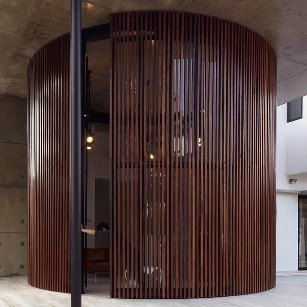 curved-stacking-glass-doors-surround-drum-shaped-room-voila-house-5-drum-opening.jpg