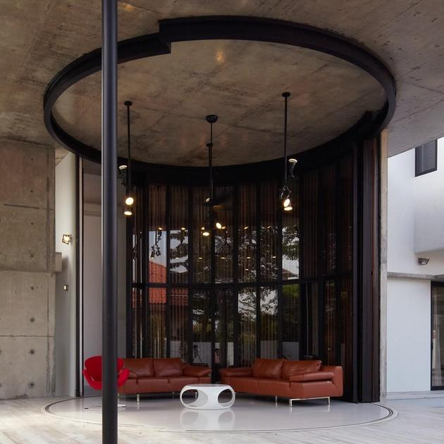 curved-stacking-glass-doors-surround-drum-shaped-room-voila-house-8-drum-open.jpg