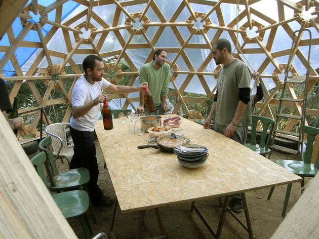 diy-wooden-dome-built-from-pallets-8.jpg