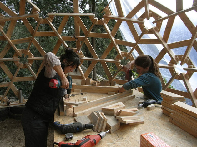 diy-wooden-dome-built-from-pallets-9.jpg